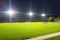 gerichtetes-Licht-nur-auf-den-Sportplatz